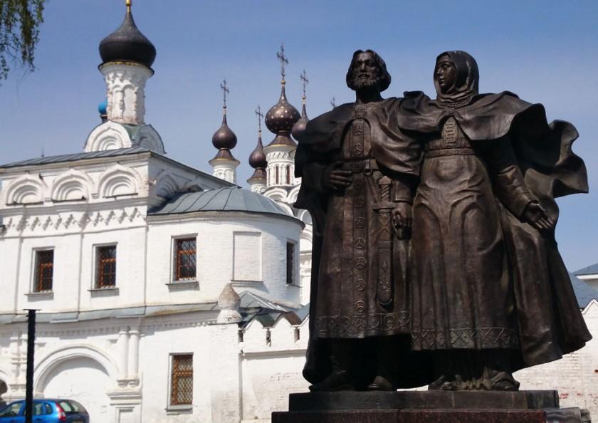 Муром_Памятник-Петру-и-Февронии-в-Муроме2