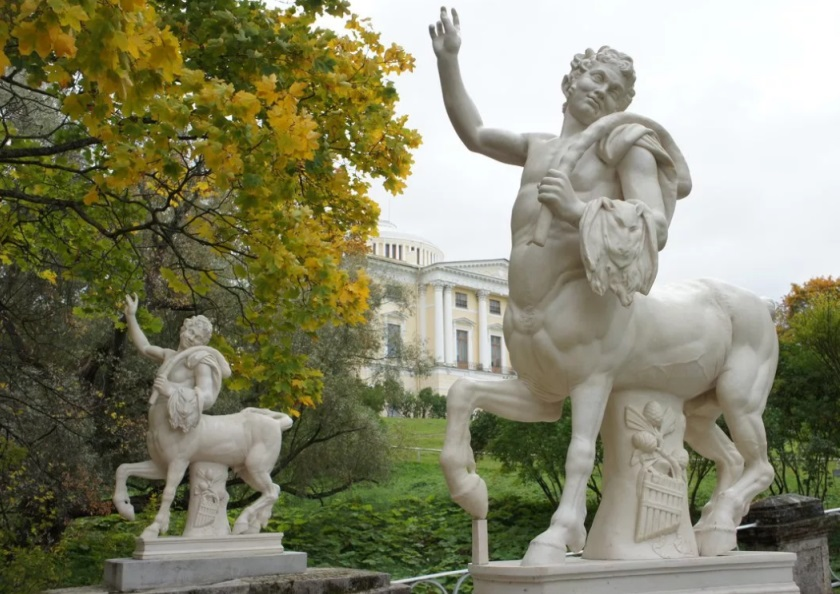 Павловск. Статуи Кентавров